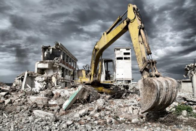 Снос зданий и демонтаж сооружений по самой лучшей цене в Санкт-Петербу